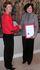 Berglind Ásgeirsdóttir, sendiherra Íslands í París og Linda Lai, efnahags- og viðskiptafulltrúi Hong Kong gagnvart Evrópusambandinu handsala upplýsingaskiptasamninginn.
