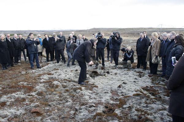 Innanríkisráðherra tók fyrstu skóflustungu fangelsisbyggingar á Hólmsheiði 4. apríl.